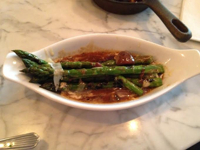 Asparagus with cheese and gravy