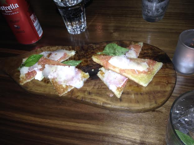 Crispy Bread with Tomato and Manchego Cheese